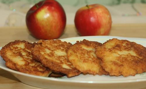 Яблочные оладьи для детей